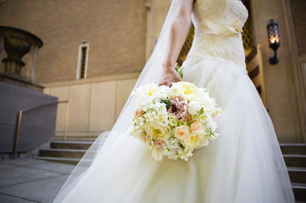 bridal_bouquet_blush_cream_white_garden_roses_peonies_arlington_club_botancia_floral_design