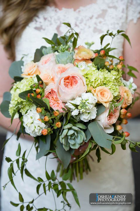 bridal_bouquet_lush_natural_blush_green_ peach_cornelius_pass_roadhouse_botanica_floral_design